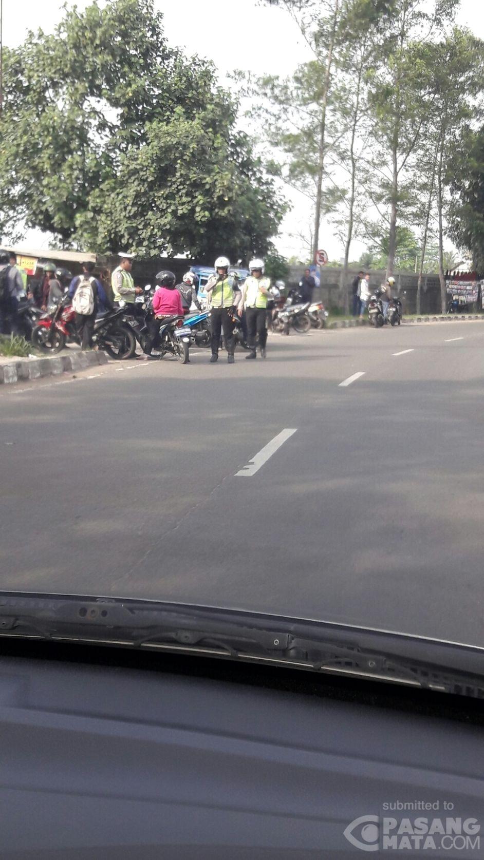 Polisi Lalin Gelar Razia Kendaraan Di Kawasan Tigaraksa Umum Pasangmata