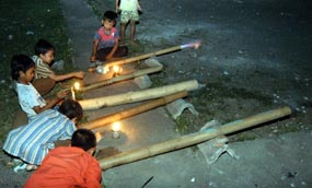 Meriam Bambu Permainan Favorit di Kala Ramadan