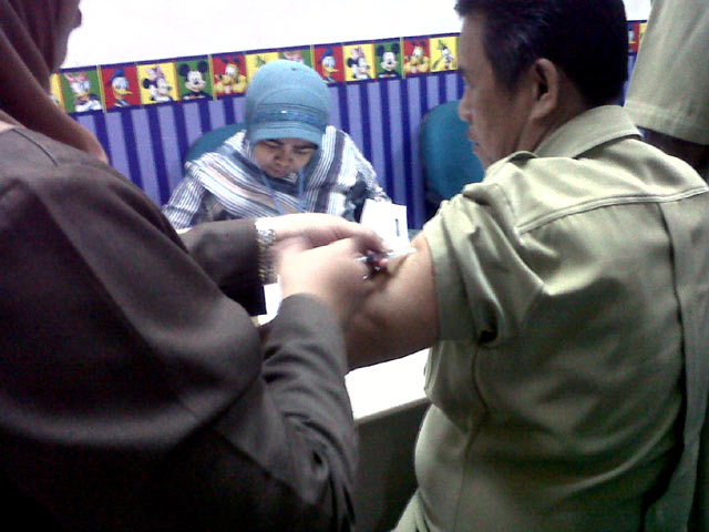 Pemberian Vaksin Meningitis untuk Calhaj