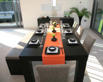 4 Tips Memilih Meja Makan Sesuai Kondisi Ruangan