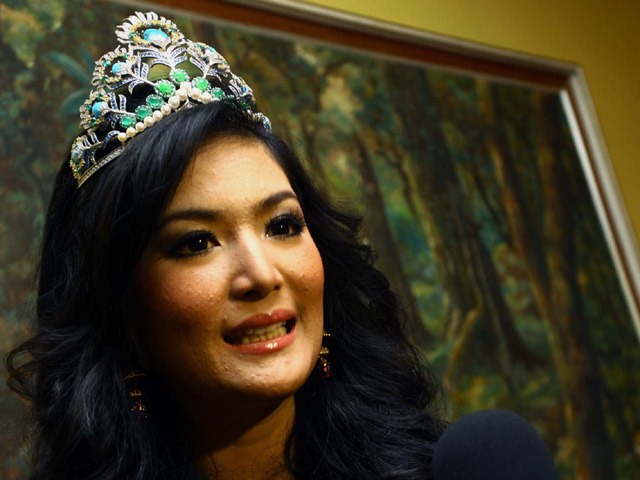 Duh..Puteri Indonesia 2011 Kena Alergi