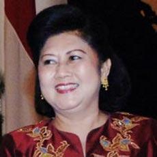 Dokter Khusus \Kawal\ Ibu Ani ke China dan Korea