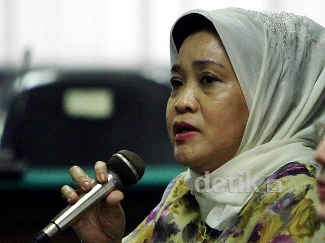 Adik siti fadilah bersaksi di sidang kasus alkes for Siti di foto
