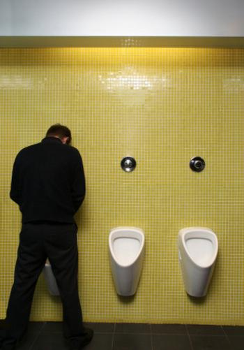 Sering Buang Air Kecil? Makanan dan Minuman Ini Pemicunya