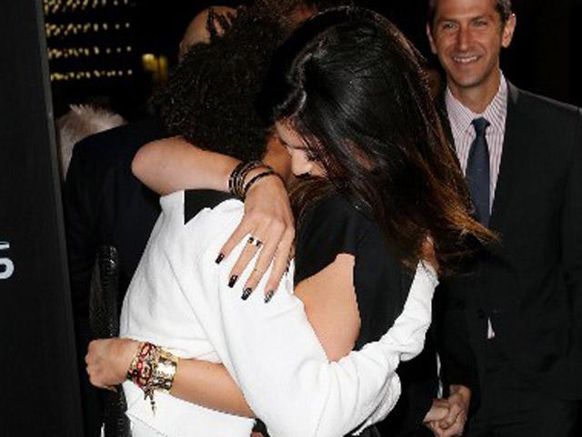 Pelukan Kylie Jenner untuk Jaden Smith