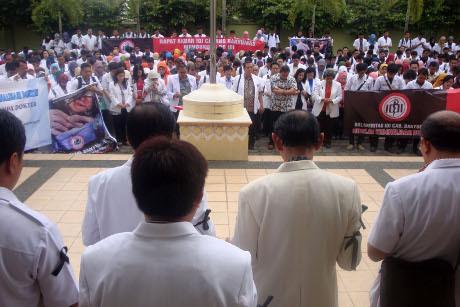 Ratusan Dokter di Banyumas Demo untuk dr Ayu, Pasien Bingung