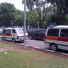 Kendaraan Dokter Berdemo, Mulai dari Mobil Pribadi Sampai Ambulans