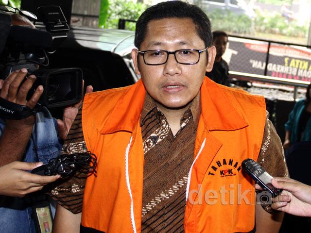 Gigi Sembuh Anas Diperiksa KPK