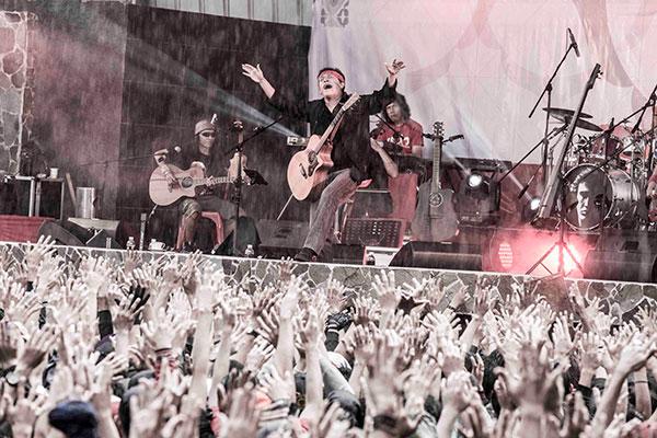 Foto: Konser Pelangi: MERAH - Iwan Fals