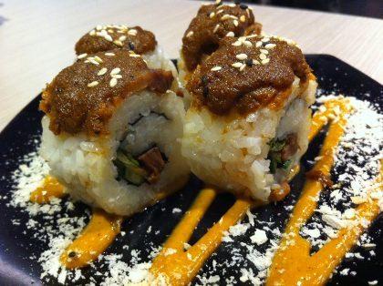 Suntiang, Menikmati Sushi di Restoran Padang Bergaya Modern Minimalis