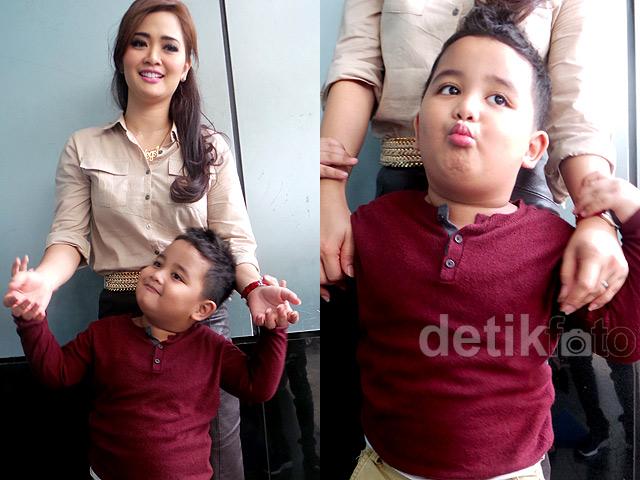 <i>Like Mother Like Son</i>, Vega Darwanti dan Raska