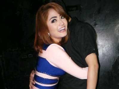 Siti Badriah dan Pacar Umbar Kemesraan