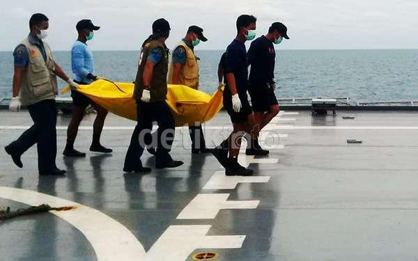 SAR AirAsia Disetop: 70 Jasad dari 162 Orang di Pesawat Ditemukan