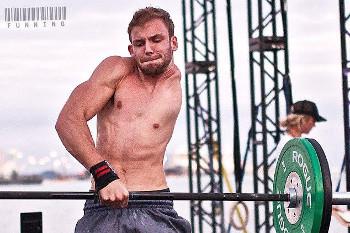 Potret Luke, Pria Tanpa Lengan dan Paru Kiri yang Hobi Fitness di Gym