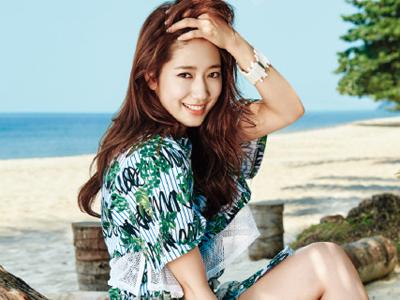 Park Shin Hye Cantik Menggoda di Pinggir Pantai Thailand