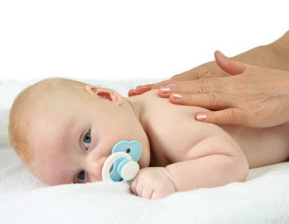 Kapan Waktu yang Tepat untuk Memberikan Pijatan Pada Bayi?