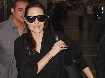 Jalani Operasi Pengangkatan Ovarium, Angelina Jolie Tak Lagi Bisa Punya Anak