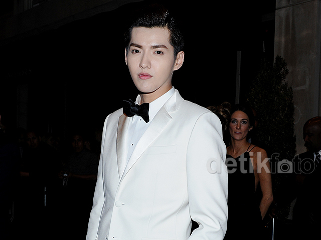 Bedak Tebal Kris eks EXO di <i>After Party</i> Met Gala 2015