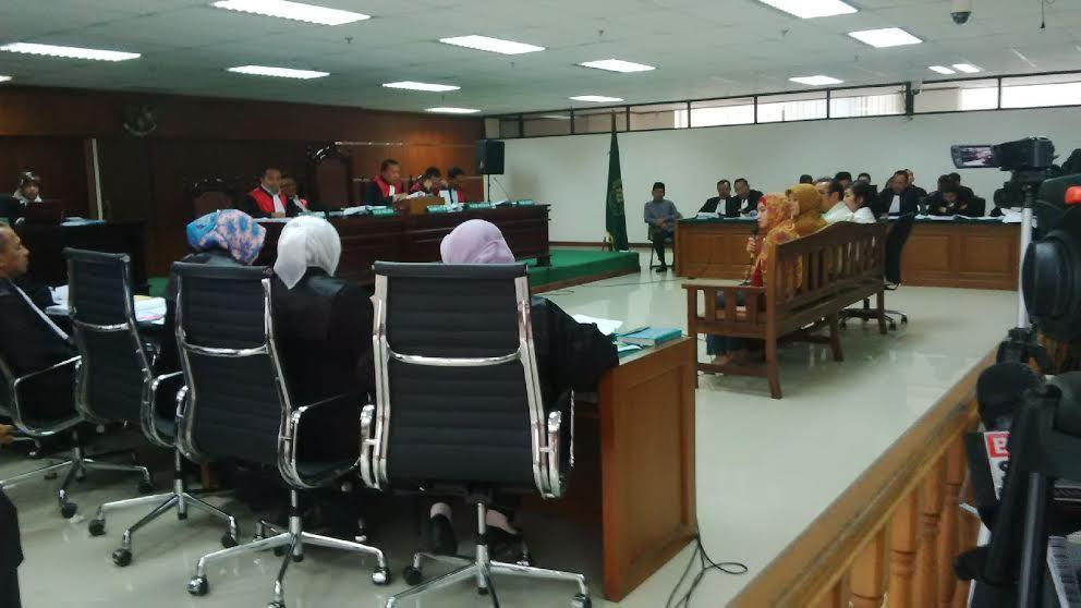 Jaksa Protes Fuad Amin Terlihat Tertidur, Hakim: Buka Mata Dikit Saja!