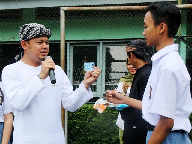 HUT ke-533 Bogor, Bima Arya Bagikan 51 KTP Gratis