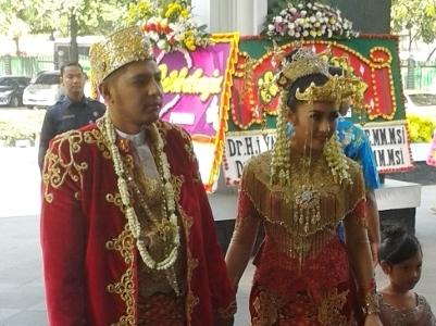 Dalam Adat Pernikahan Betawi Ada Dadar Telur Gajah dan Mata Ikan Tembak