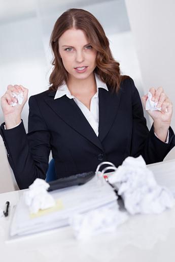 Kisah Wanita yang Sering Dipinjami Uang dan Diteror Bosnya