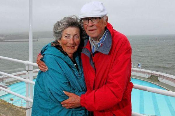 Romantis, Pasangan Turis Ini Selama 44 Tahun Liburan ke Tempat yang Sama