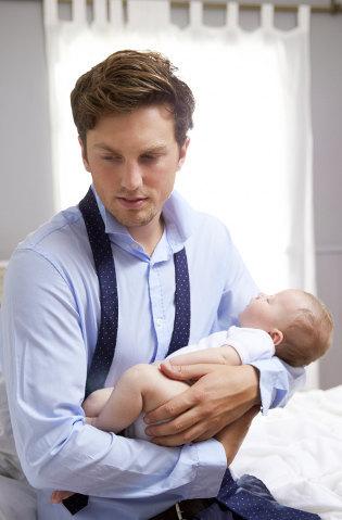 Tidak Hanya Ibu, Ayah pun Bisa Mengalami <i>Baby Blues</i> Pasca Anak Lahir