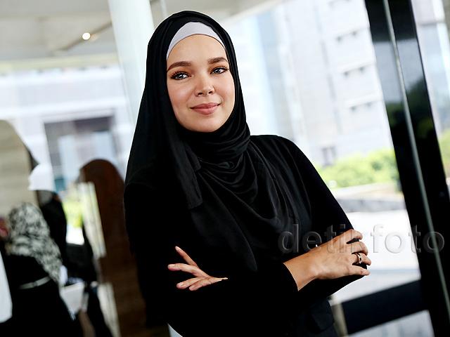 Dewi Sandra Sederhana tapi Cantik Banget!