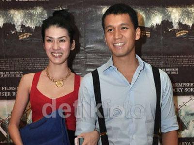 Foto Mesra Istrinya dengan Pilot Beredar, Samuel Rizal Bungkam