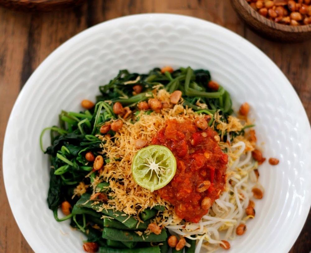Tum dan Serombotan, Makanan Tradisional Bali yang Sedap dan Sehat