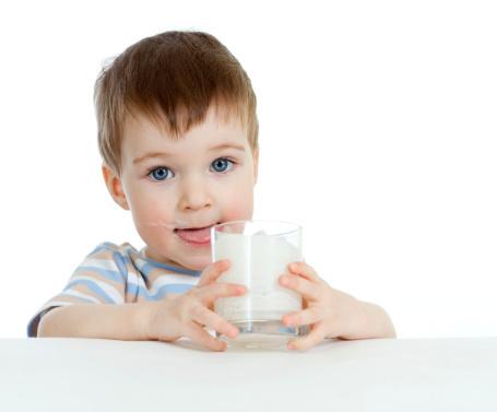 Sulit Menyapih Anak Minum Pakai Dot? Siasati dengan Beberapa Tips Ini