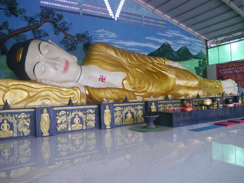 Ini Foto-foto Patung Buddha Tidur Raksasa di Bogor