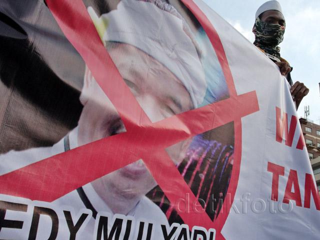 Demo Tolak Kedatangan Bupati Purwakarta di TIM