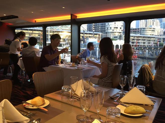 Sunset Cantik & Dinner Nikmat di Atas Kapal Pesiar Sydney