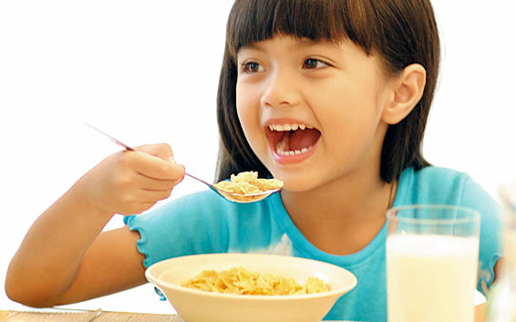 Anak Tak Cukup Hanya Sarapan Nasi dan Telur Saja