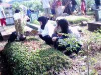 Aneka Profesi Sampingan di Pemakaman