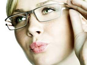 Tips Membersihkan Lensa Kacamata Plastik