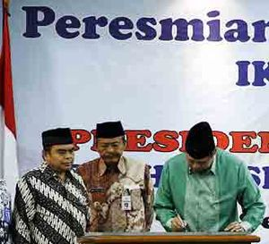 SBY Resmikan Gedung IKIP PGRI