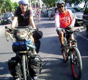 Berkeliling Dunia dengan Sepeda