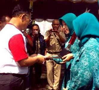 Peringatan Hari AIDS di Balai Kota Bandung