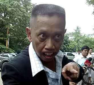 Gigi Tukul Nyengir