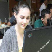 Ngeblog di Blogdetik Bisa Lebih Dekat dengan Arumi