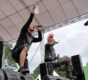 8 Band Metal Guncang Saparua