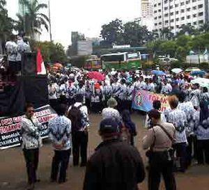 Ratusan Guru Demo di DPR