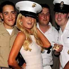 Paris Hilton Hibur Tentara AS