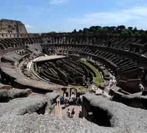 Melihat Colosseum Roma