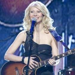 Jadi Penyanyi Country, Gwyneth Paltrow Rajin Nonton Dolly Parton