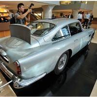 Aston Martin James Bond Rayu Calon Pembeli di New York