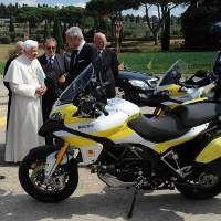 2 Moge Ducati untuk Paus